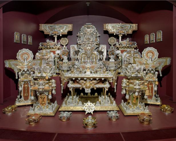The Throne of the Third Heaven of the Nation's Millennium General Assembly by James Hampton