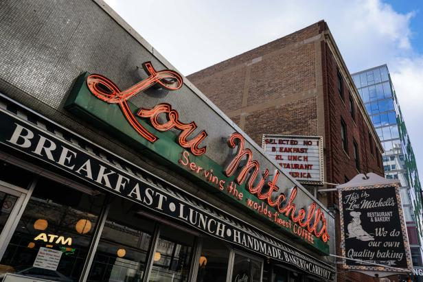 Lou Mitchell's Restaurant & Bakery