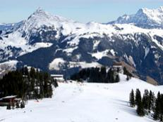 With its convenient location and legendary skiing, Kitzbühel is one of Europe's most popular winter destinations.