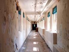 Ghost Adventures investigate an abandoned psychiatric hospital in New Jersey.