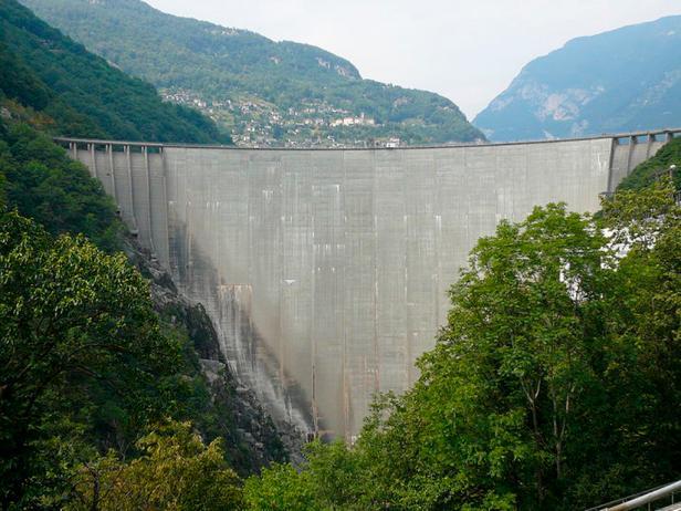 Verzasca Dam in Ticino, Switzerland