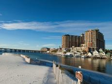 Sandy beaches, fresh seafood, great golfing and moderately-priced hotels are just some of the reasons why a you should plan a trip to Destin, FL.