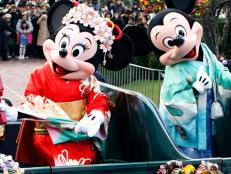Tokyo Disney Resort contains not 1, but 2 theme parks.