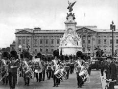 vintage, black and white, national guards, buckingham palace, marching