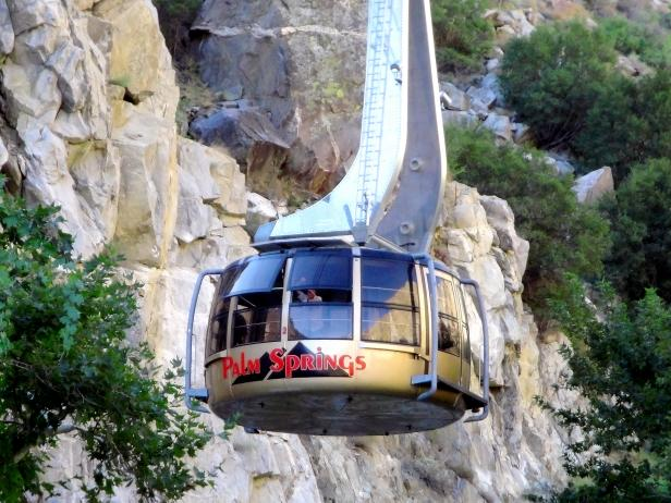 tram moving up mountain in san jacinto park palm springs