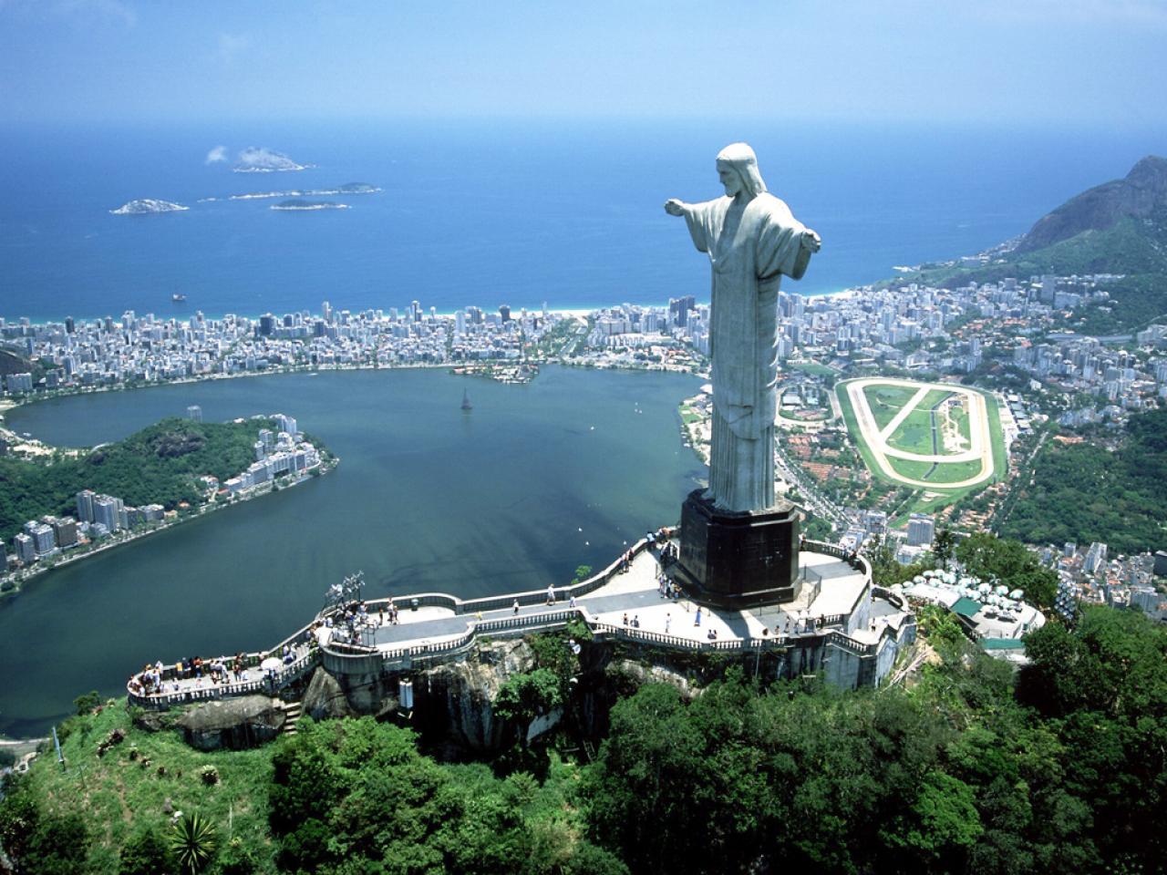 Modern 7 wonders of the world - Christ The Redeemer In Rio De Janeiro