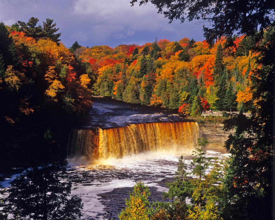 Tahquamenon falls cabins america 39 s best fall foliage road for Cabins near tahquamenon falls