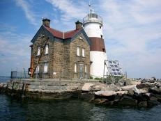 Ghost Adventures investigate Execution Rocks, a lighthouse island in Long Island Sound infamous as a serial killer's burial ground.