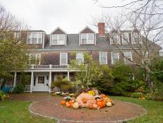 Discover Oyster.com's best places to stay to view beautiful fall foliage.