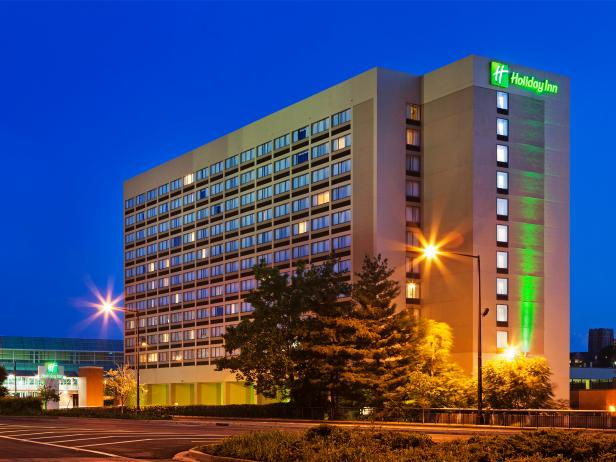 holiday inn, downtown, exterior, hotel, knoxville, tennessee